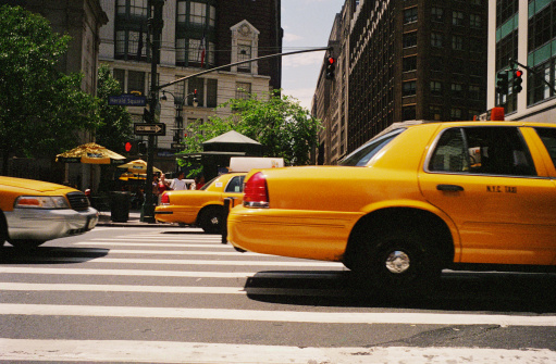 タクシー「Midtown manhattan street with taxis」:スマホ壁紙(15)