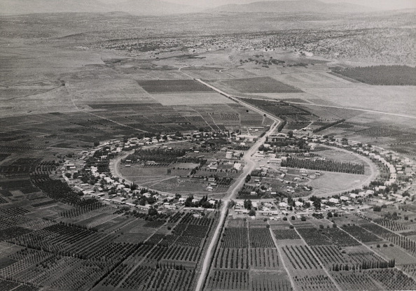 High Angle View「Kibbutz Nahalal, farmers´ settlement in Emek Jesreel, reclaimed by Jewish pioneers since 1920. Photograph. Palestine. 1937.」:写真・画像(15)[壁紙.com]