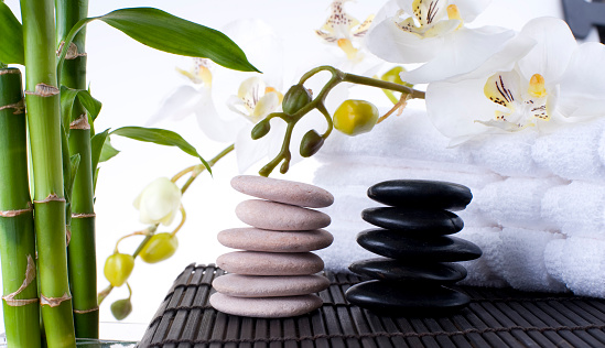 Feng Shui「Balanced Massage Stones on Mat with towels」:スマホ壁紙(10)