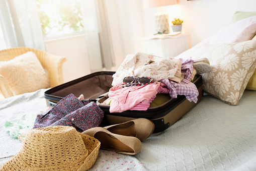 Casual Clothing「Messy suitcase on bed」:スマホ壁紙(6)