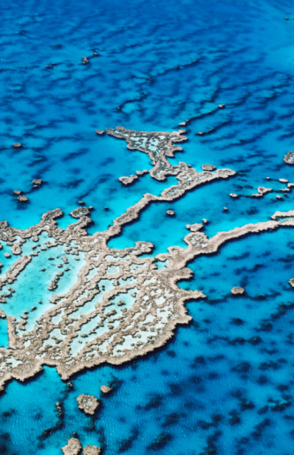 Queensland「Aerial of Hardy Reef, near Whitsunday Islands, Great Barrier Reef, Queensland, Australia, Australasia」:スマホ壁紙(19)