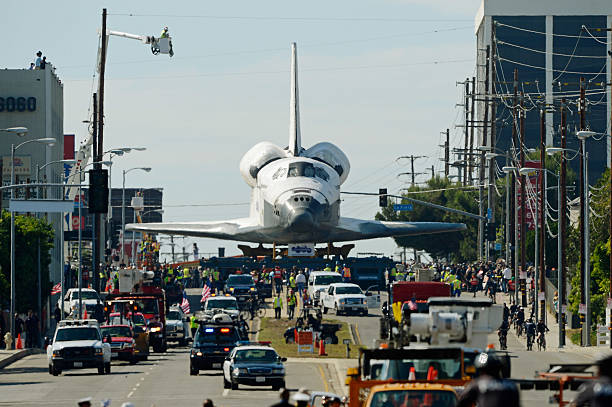 Space Shuttle Endeavour Makes 2-Day Trip Through LA Streets To Its Final Destination:ニュース(壁紙.com)