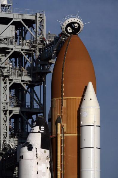 Space Shuttle Endeavor「NASA Prepares For Launch Of Space Shuttle Endeavour」:写真・画像(6)[壁紙.com]