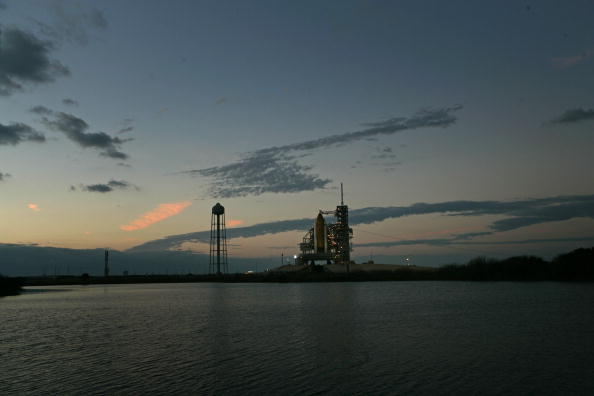 Space Shuttle Endeavor「NASA Prepares For Launch Of Space Shuttle Endeavour」:写真・画像(2)[壁紙.com]