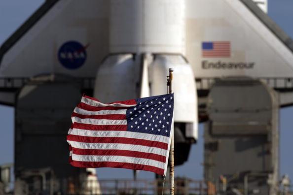 Space Shuttle Endeavor「NASA Prepares For Launch Of Space Shuttle Endeavour」:写真・画像(13)[壁紙.com]