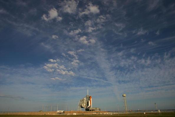 Space Shuttle Endeavor「NASA Prepares For Launch Of Space Shuttle Endeavour」:写真・画像(12)[壁紙.com]