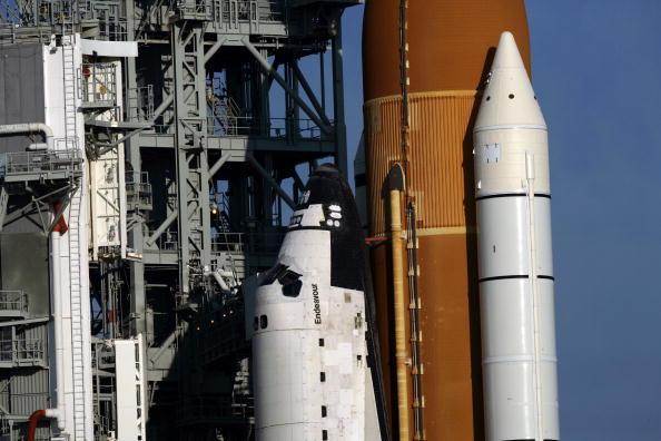 Space Shuttle Endeavor「NASA Prepares For Launch Of Space Shuttle Endeavour」:写真・画像(15)[壁紙.com]