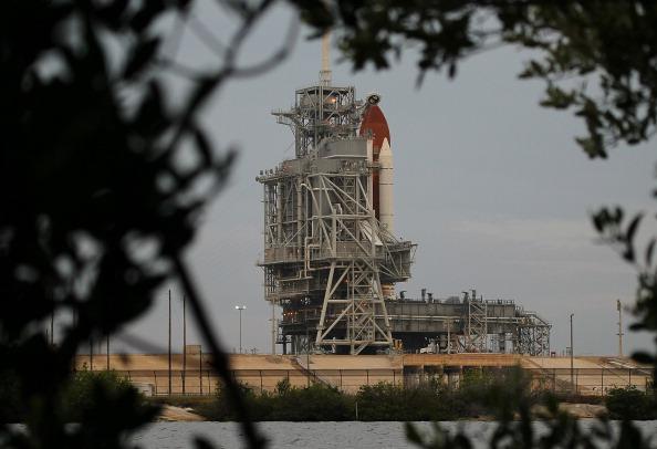 Space Shuttle Endeavor「NASA Prepares For Space Shuttle Endeavour's Launch」:写真・画像(5)[壁紙.com]