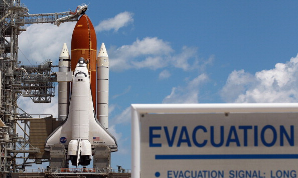 Space Shuttle Endeavor「NASA Prepares For Space Shuttle Endeavour's Launch」:写真・画像(11)[壁紙.com]