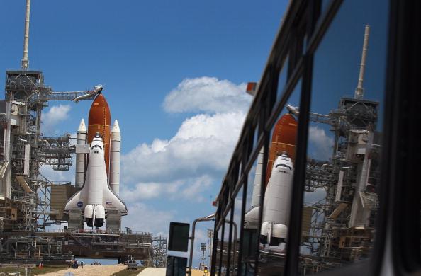 Space Shuttle Endeavor「NASA Prepares For Space Shuttle Endeavour's Launch」:写真・画像(3)[壁紙.com]