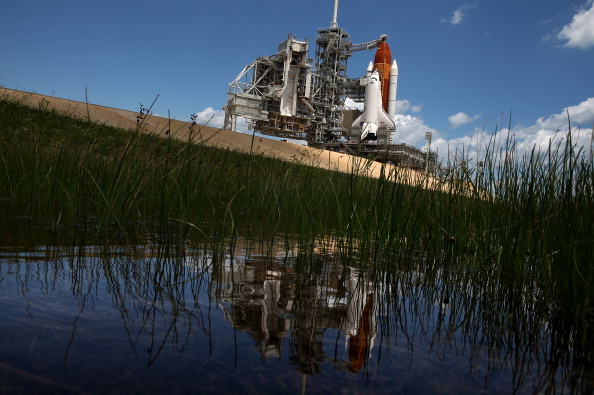 Space Shuttle Endeavor「NASA Prepares For Space Shuttle Endeavour's Launch」:写真・画像(6)[壁紙.com]