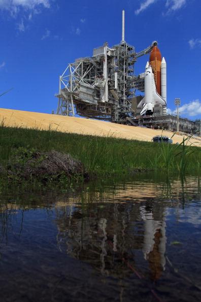 Space Shuttle Endeavor「NASA Prepares For Space Shuttle Endeavour's Launch」:写真・画像(2)[壁紙.com]