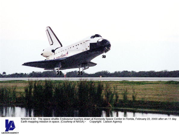 Landing - Touching Down「Space Shuttle Endeavour Touches Down」:写真・画像(16)[壁紙.com]