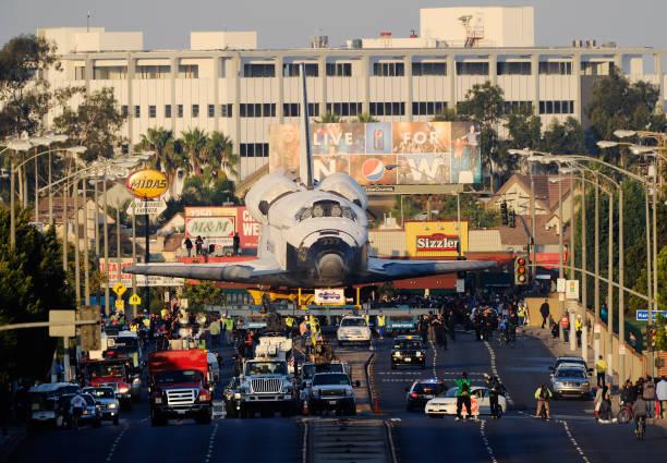Space Shuttle Endeavour Makes 2-Day Trip Through LA Streets To Its Final Destination:ニュース(壁紙.com)