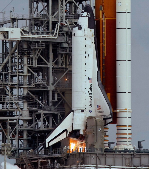 Space Shuttle Endeavor「Space Shuttle Endeavour Launches Under Command Of Astronaut Mark Kelly」:写真・画像(4)[壁紙.com]