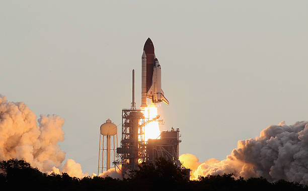 Space Shuttle Endeavour Launches Under Command Of Astronaut Mark Kelly:ニュース(壁紙.com)