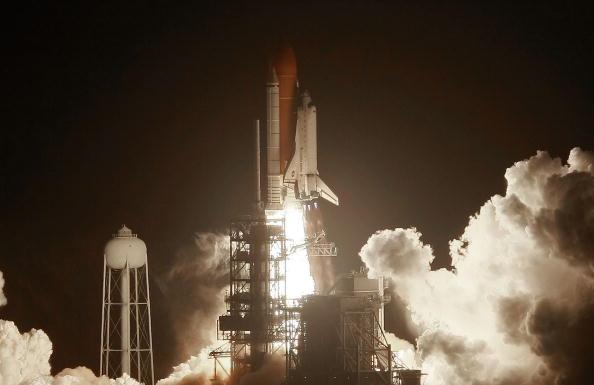 Space Shuttle Endeavor「Space Shuttle Endeavour Lifts Off For Space Station Mission」:写真・画像(13)[壁紙.com]