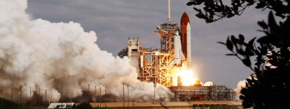Space Shuttle Endeavor「Space Shuttle Endeavour Launches Under Command Of Astronaut Mark Kelly」:写真・画像(5)[壁紙.com]
