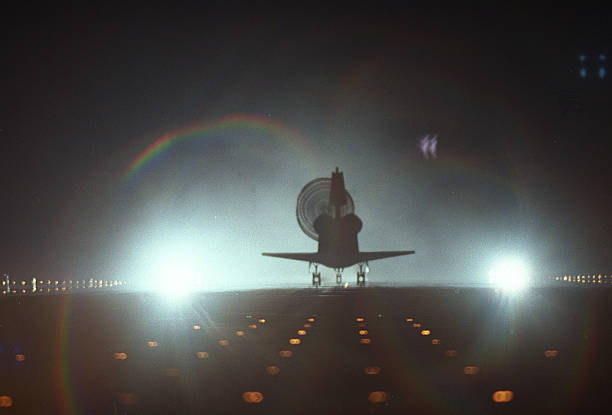 Space Shuttle Endeavour Lands at Kennedy Space Center:ニュース(壁紙.com)