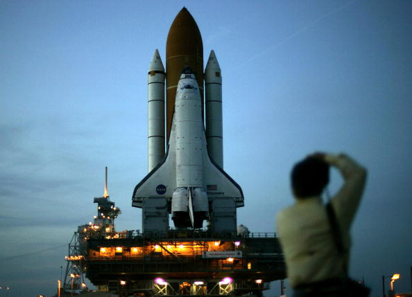 Anticipation「Space Shuttle Discovery Moved To Launch Pad」:写真・画像(2)[壁紙.com]