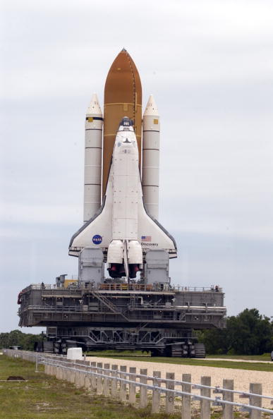 Space Shuttle Discovery「NASA Changes Boosters Ahead Of Space Shuttle Discovery Launch」:写真・画像(6)[壁紙.com]