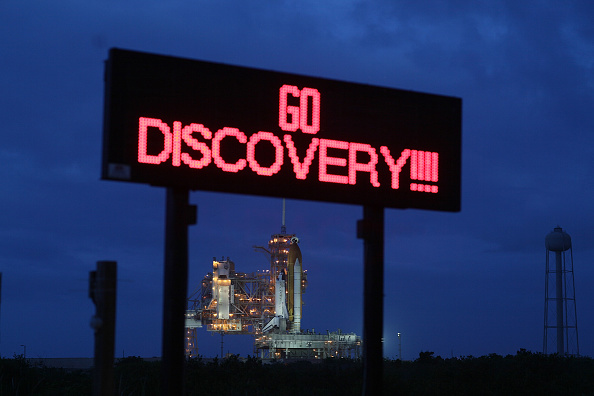 Space Shuttle Endeavor「NASA Prepares For Launch Of Space Shuttle Discovery」:写真・画像(3)[壁紙.com]
