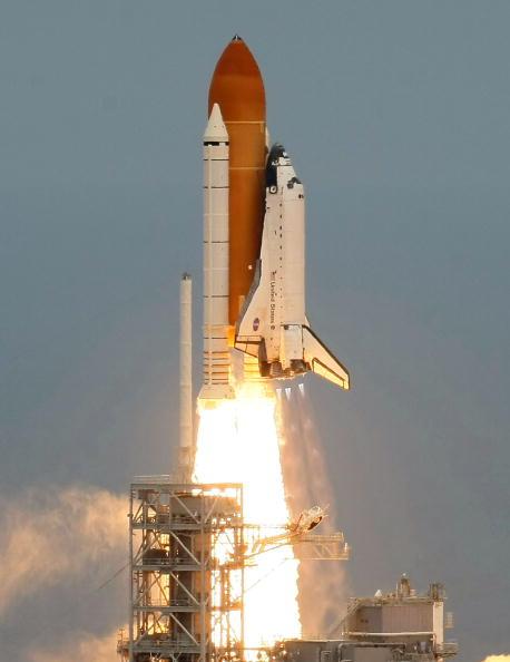 Hubble Space Telescope「Space Shuttle Atlantis Blasts Off To Repair Hubble Space Telescope」:写真・画像(7)[壁紙.com]