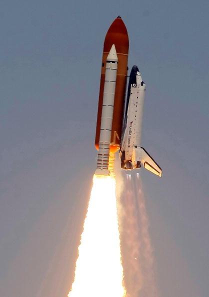Hubble Space Telescope「Space Shuttle Atlantis Blasts Off To Repair Hubble Space Telescope」:写真・画像(4)[壁紙.com]