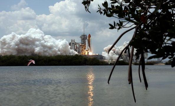 Hubble Space Telescope「Space Shuttle Atlantis Blasts Off To Repair Hubble Space Telescope」:写真・画像(18)[壁紙.com]