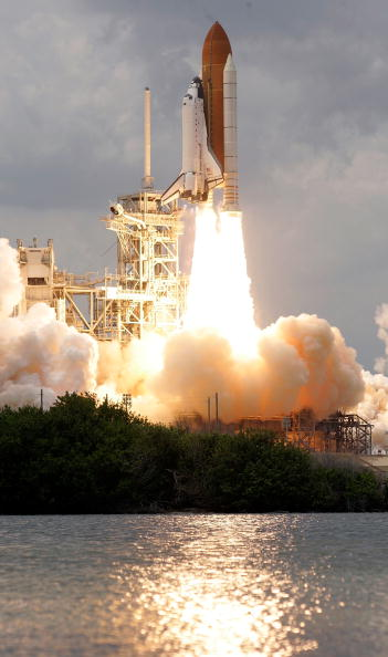 Hubble Space Telescope「Space Shuttle Atlantis Blasts Off To Repair Hubble Space Telescope」:写真・画像(17)[壁紙.com]