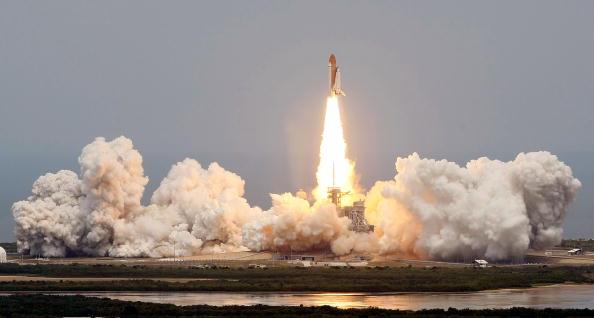 Hubble Space Telescope「Space Shuttle Atlantis Blasts Off To Repair Hubble Space Telescope」:写真・画像(6)[壁紙.com]