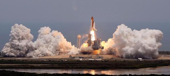 Hubble Space Telescope「Space Shuttle Atlantis Blasts Off To Repair Hubble Space Telescope」:写真・画像(8)[壁紙.com]