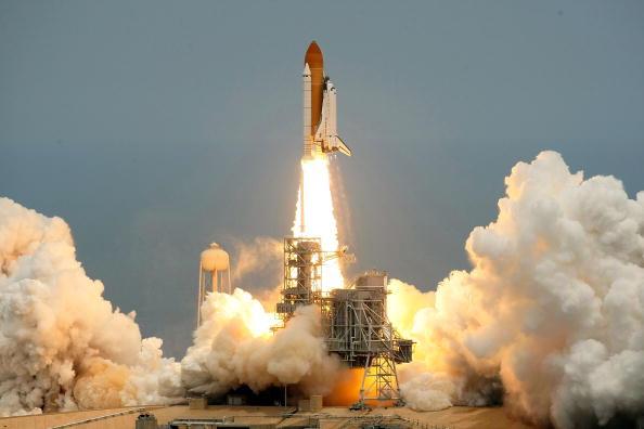 Hubble Space Telescope「Space Shuttle Atlantis Blasts Off To Repair Hubble Space Telescope」:写真・画像(2)[壁紙.com]