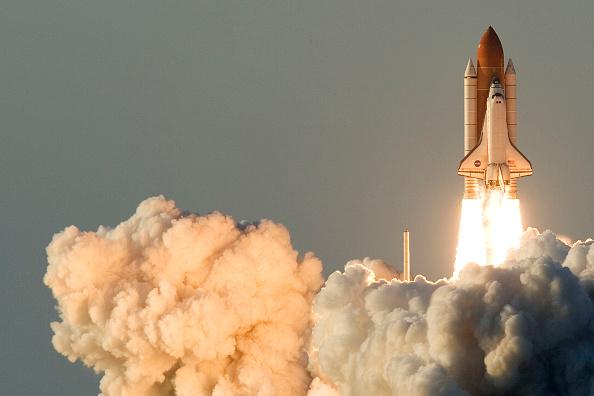 Matt Stroshane「Shuttle Atlantis Lifts Off Into Space」:写真・画像(8)[壁紙.com]