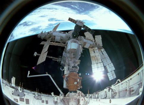 Orbiting「Mir Space Station Retrospective」:写真・画像(7)[壁紙.com]