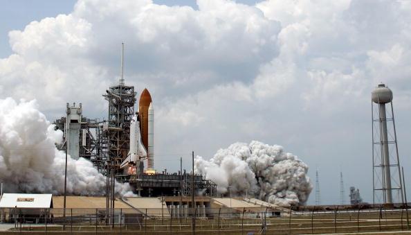 Hubble Space Telescope「Space Shuttle Atlantis Blasts Off To Repair Hubble Space Telescope」:写真・画像(19)[壁紙.com]