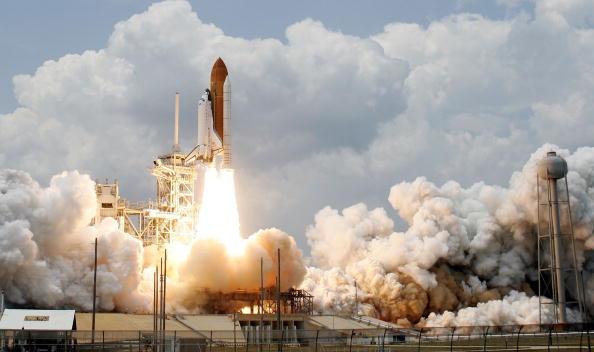 Hubble Space Telescope「Space Shuttle Atlantis Blasts Off To Repair Hubble Space Telescope」:写真・画像(0)[壁紙.com]