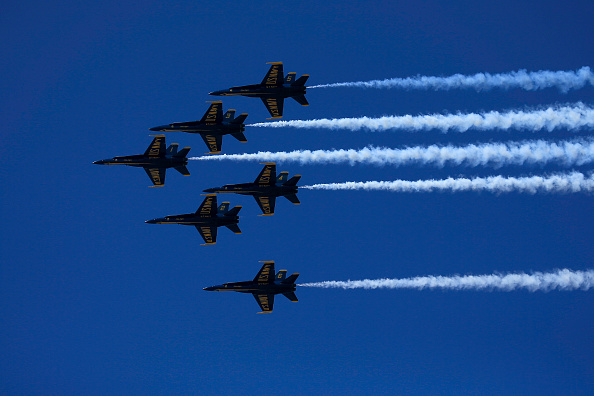 Paying「Blue Angels And Thunderbirds Do Flying Tribute To NYC COVID-19 Frontline Workers」:写真・画像(11)[壁紙.com]