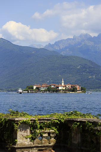 Piedmont - Italy「View of Isola Superiore from lakeside walkway」:スマホ壁紙(16)