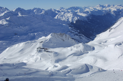 St Anton am Arlberg「View down a snow-covered valley」:スマホ壁紙(13)