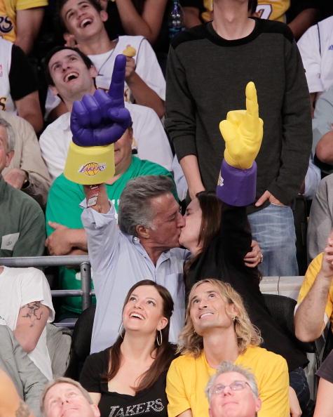 バスケットボール「Celebrities At The Lakers Game」:写真・画像(7)[壁紙.com]