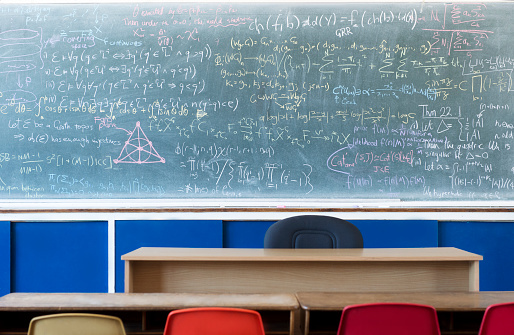 Number「Empty classroom with equations on blackboard」:スマホ壁紙(17)