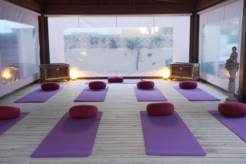 Part of a Series「A empty class of yoga at sunset.」:スマホ壁紙(2)