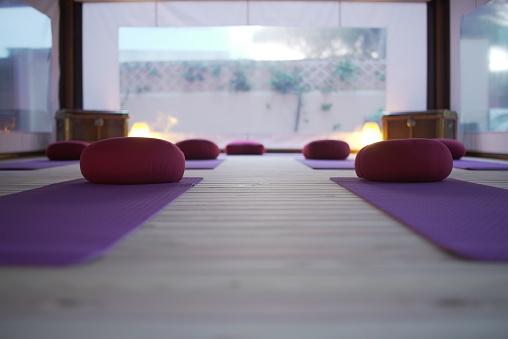 Tibetan Culture「A empty class of yoga at sunset.」:スマホ壁紙(1)