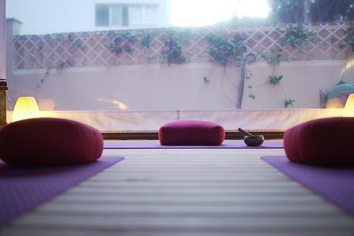 Tibetan Culture「A empty class of yoga at sunset.」:スマホ壁紙(18)