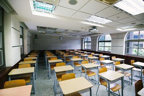 School Building「Empty classroom during lockdown」:スマホ壁紙(16)