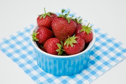 Bowl「Strawberries in bowl」:スマホ壁紙(15)