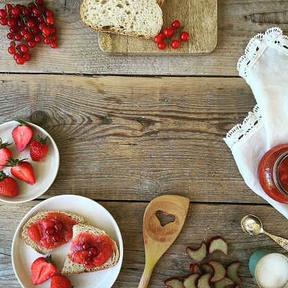 Sweet Food「Strawberries, redcurrants, bread and jam」:スマホ壁紙(9)