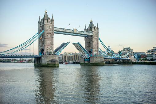 London Bridge - England「Tower Bridge Opening」:スマホ壁紙(17)