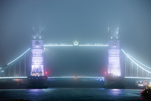 London Bridge - England「Tower Bridge in fog at night」:スマホ壁紙(0)